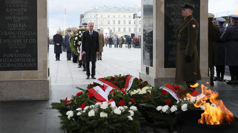 """""""Ma czego chciał"""". Donald Tusk wygwizdany na Placu Piłsudskiego [WIDEO]"""