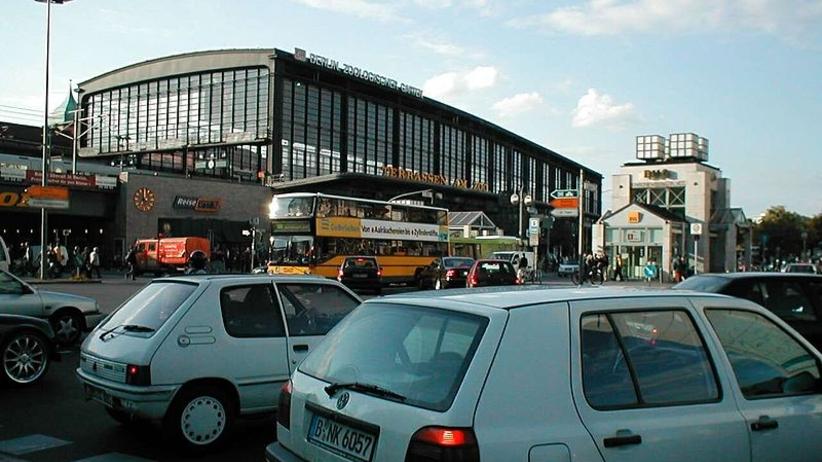 Ewakuacja na słynnym dworcu ZOO w Berlinie. Wstrzymano pociągi