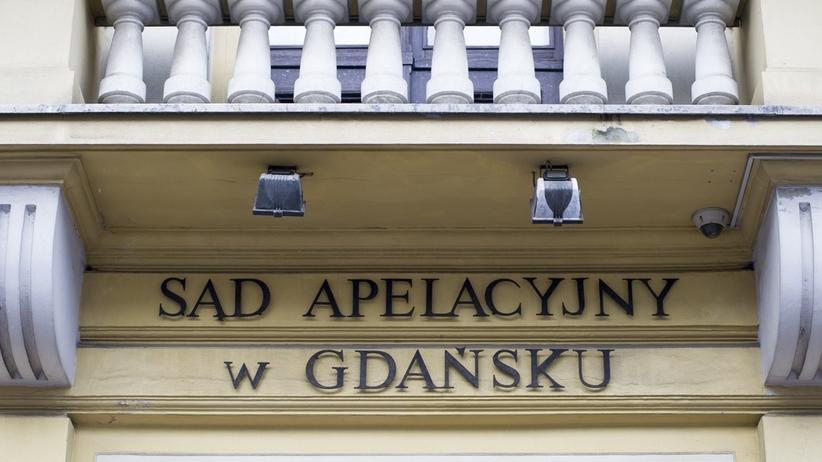 """Mężczyzna z nożem w sądzie w Gdańsku. Policja: """"obierał jabłko"""""""