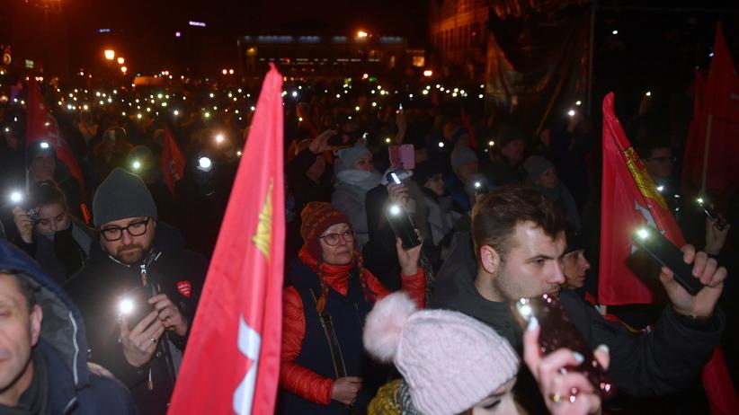 Ostatnie światełko dla Pawła Adamowicza. Gdańszczanie spotkali się w rocznicę zamachu [ZDJĘCIA]
