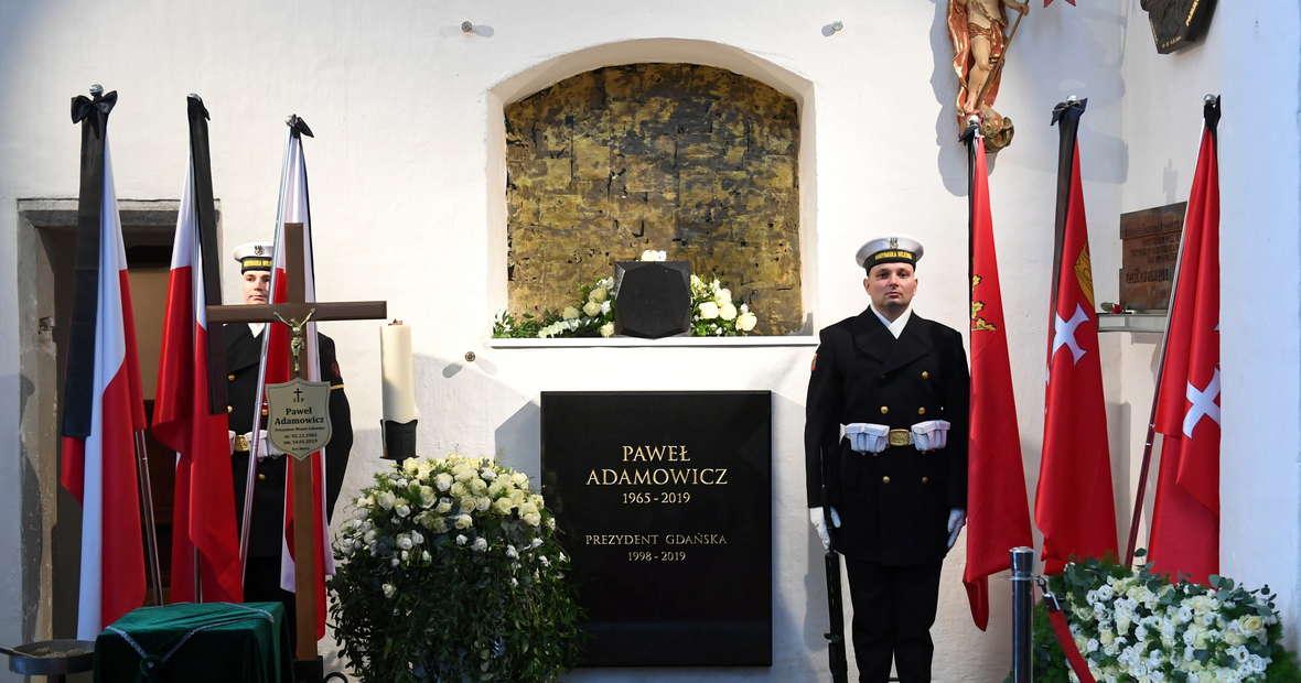 Urna z prochami prezydenta Gdańska spoczęła w kaplicy. Córka Antonina: opiekuj się nami i Gdańskiem