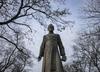 Pomnik Henryka Jankowskiego do usunięcia? Stoczniowcy bronią księdza i organizują happening