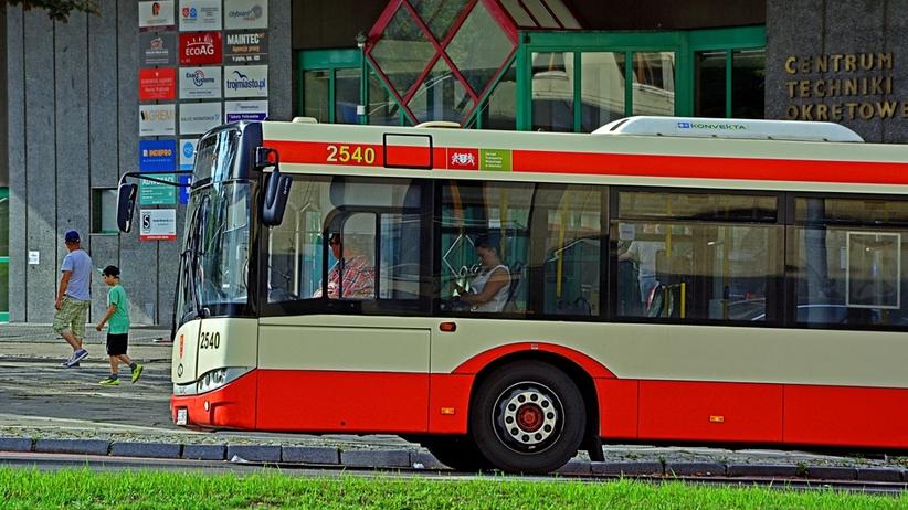 Pasażer zwrócił uwagę, by nie pili w autobusie. W odpowiedzi złamali 47-latkowi nos