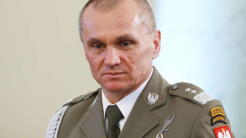 Gen. Polko o Misiewiczu: oficer musiał trzymać parasol nad jakimś urzędasem