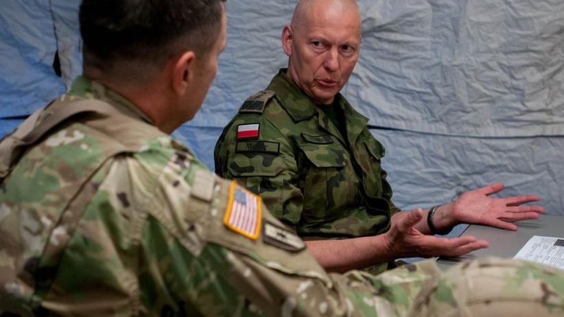 Gen. Różański gorzko ocenia MON i mówi o nieufności Macierewicza