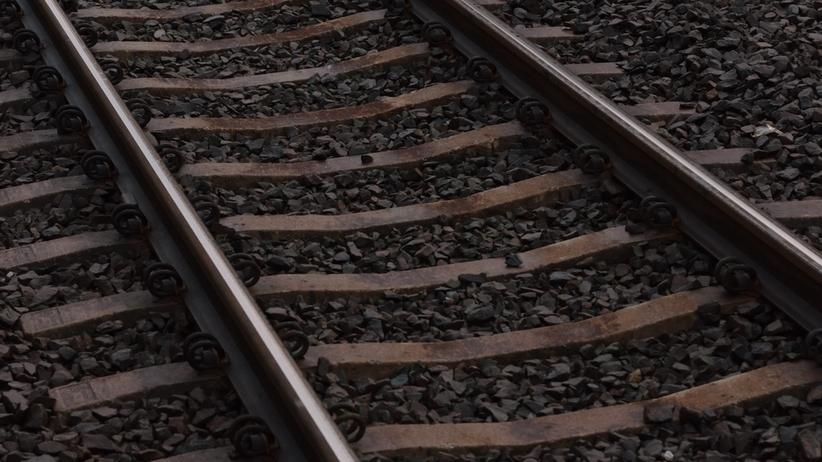 Tragedia na przejeździe kolejowym. Nie żyje 60-letnia kobieta