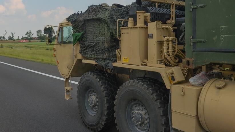 """Kolizja amerykańskiej kolumny pojazdów wojskowych. """"Jeden najechał na tył drugiego"""""""