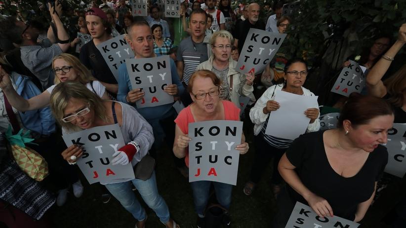GW: Obywatele RP i Ryszard Petru inwigilowani przez policję