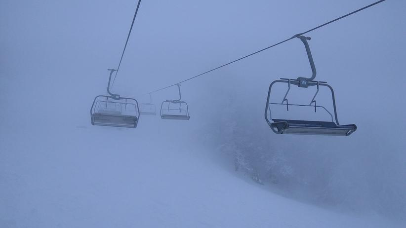 Dramat na wyciągu narciarskim. 6-latka spadła z wysokości ośmiu metrów