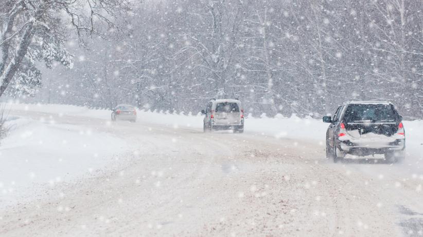 Intensywne opady śniegu, silny wiatr i zamiecie. IMGW ostrzega 9 województw