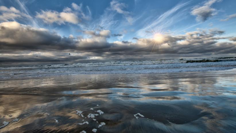 Niespokojna pogoda nad morzem. IMGW wydaje ostrzeżenia