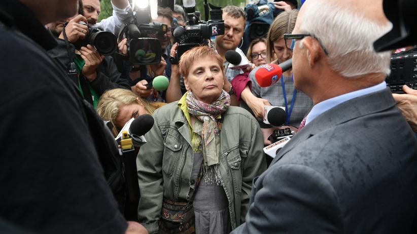 Janina Ochojska przed Sejmem: łatwiej było się dostać do oblężonego Sarajewa