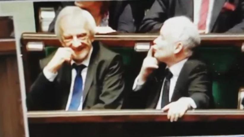 Zagadka rozwiązana! Już wiemy, do kogo Jarosław Kaczyński przesyłał buziaki