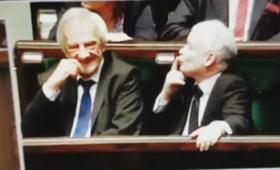 Kaczyński znów skradł serca internautów. Tym razem przesyłał... buziaki! [WIDEO]