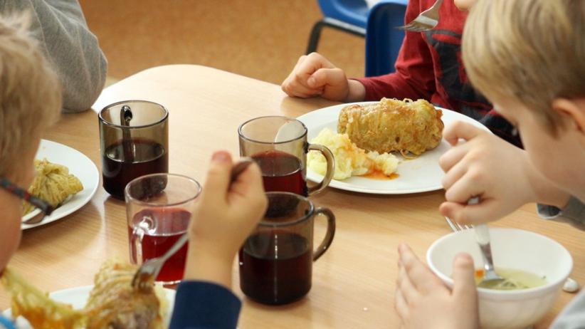 Twoje dziecko korzysta ze szkolnej stołówki? Fatalne dane