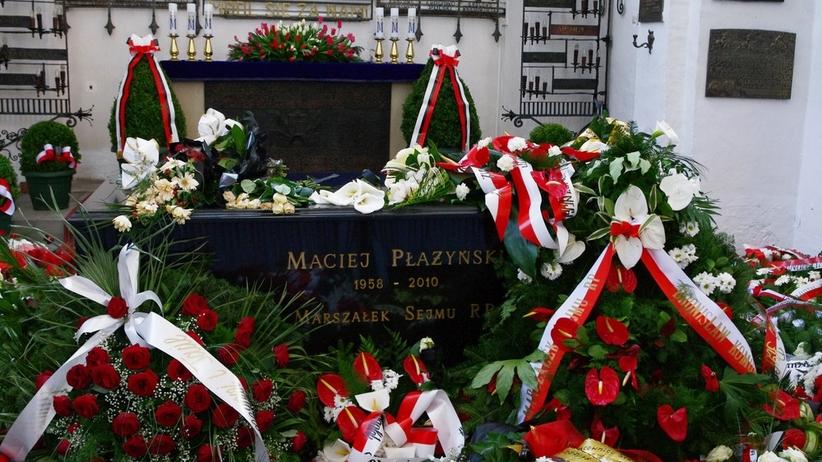 Ekshumacja Macieja Płażyńskiego. Policja i radiowozy wokół bazyliki