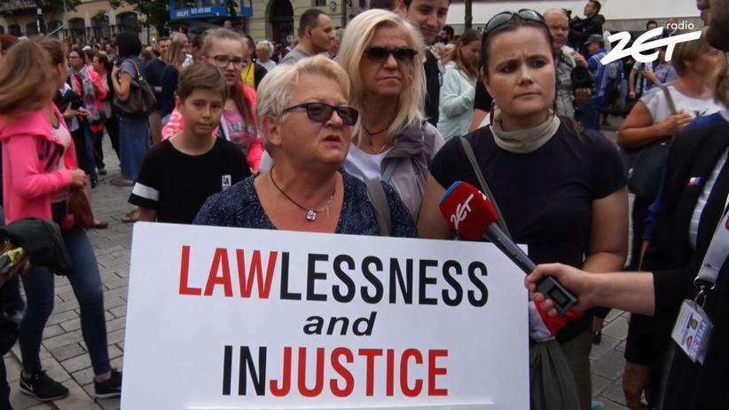 Tłumy na Krakowskim Przedmieściu przywitały książęcą parę [WIDEO]