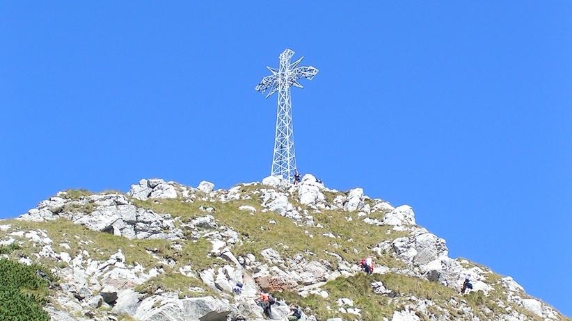Katolicka fundacja chciała wypożyczyć krzyż z Giewontu. Przyrodnicy nie dowierzają