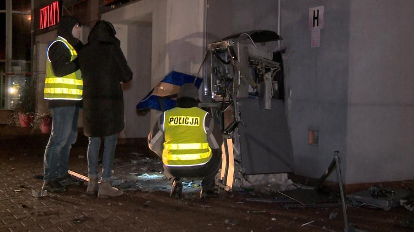 Kielce. Złodzieje wysadzili bankomat przy pasażu handlowym. Policja szuka sprawców
