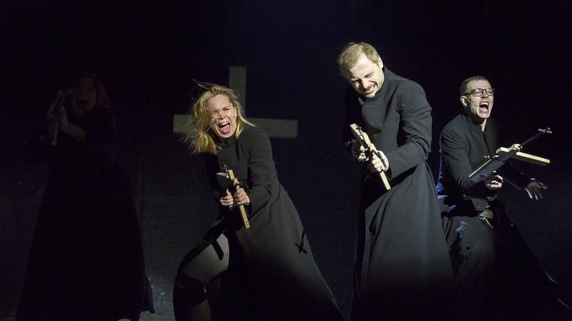 """""""Klątwa"""" w Teatrze Powszechnym: spór o kontrowersyjną sztukę"""