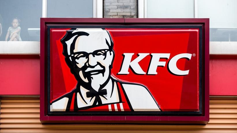 """Klient wrocławskiej restauracji KFC pokazał, co znalazł wewnątrz dania. """"Ręce opadają"""""""