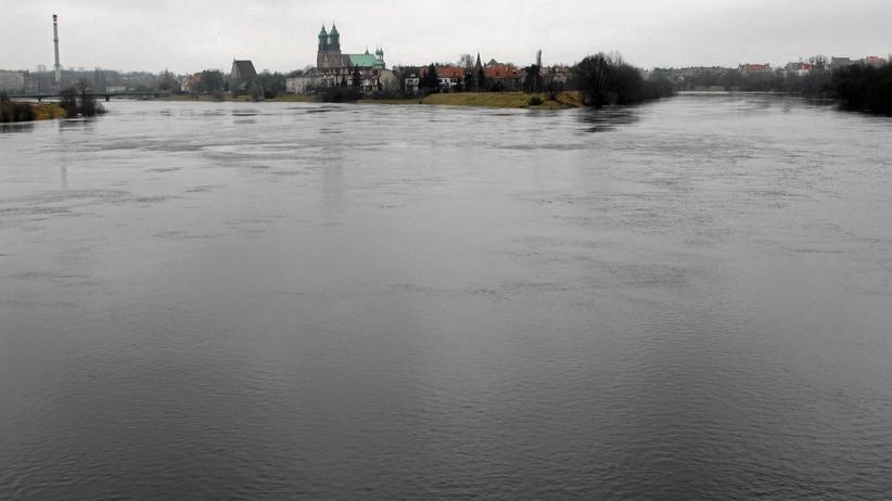 Tragedia w Kostrzynie. Samochód wpadł do rzeki. Nie żyją dwie osoby