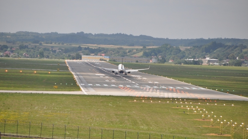 Awaryjne lądowanie samolotu na krakowskim lotnisku. Miał poważne problemy z podwoziem