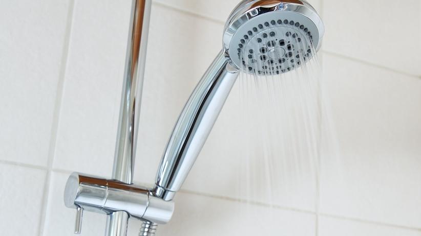 Wepchnął żonie rurę od prysznica do gardła. Chciał ''wypłukać żołądek''