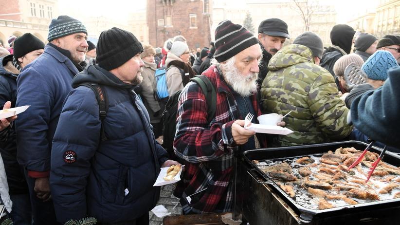 Kraków. Wigilia dla bezdomnych i potrzebujących na Rynku Głównym