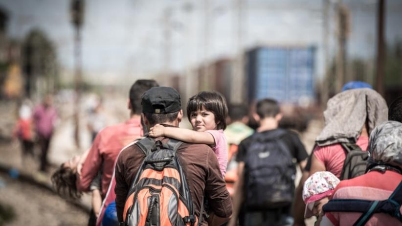 Lepiej być poza Unią niż przyjąć uchodźców? Nowy sondaż