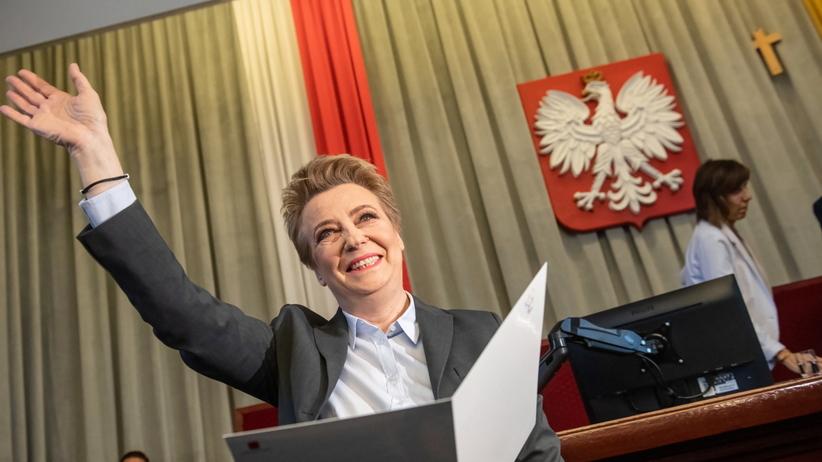 Prezydent Łodzi zaprzysiężona. Co z decyzją wojewody?
