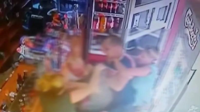 Łodź. Mężczyzna z konkubiną pobił żonę w sklepie i porwał dziecko