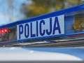Pijany kierowca Audi wjechał w płot. Później rzucił się na policjantów