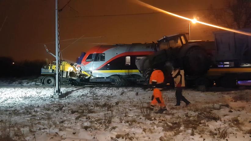 Łódź. Wypadek na strzeżonym przejeździe kolejowym. Pociąg uderzył w tira
