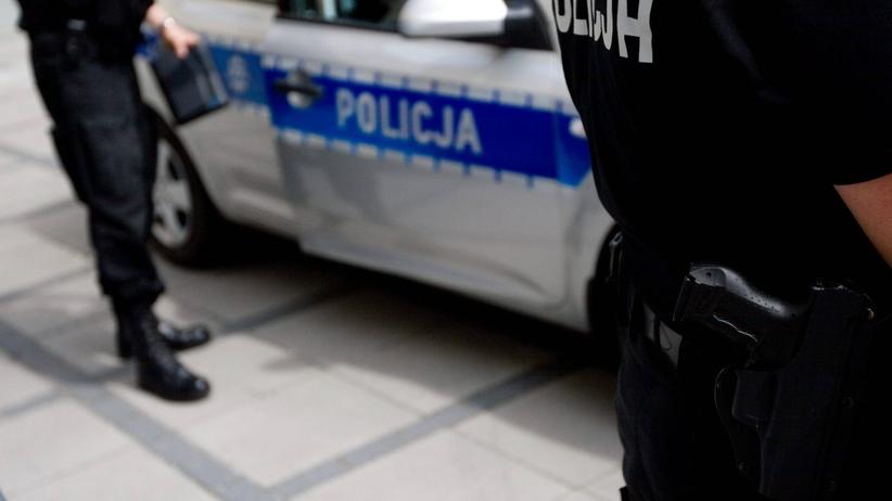 19-latek podszywał się pod policjanta. Chciał wyłudzić oszczędności od 82-latki