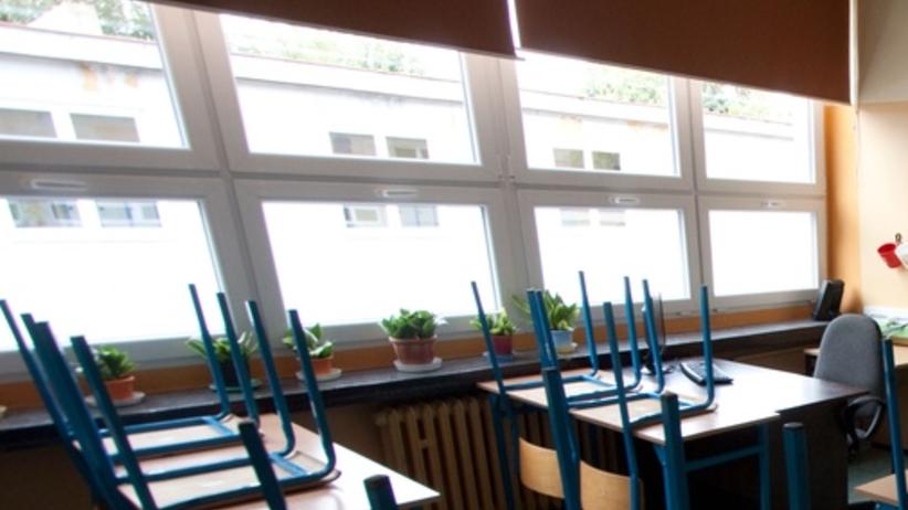 14-latek wypadł z I piętra szkolnego okna