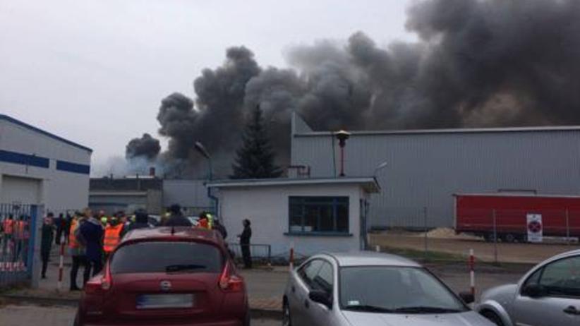 Łódzkie. Pożar w fabryce naczep w Wieluniu