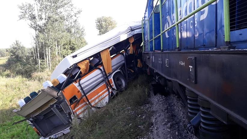 Łódzkie. Ranni po zderzeniu lokomotywy z autobusem