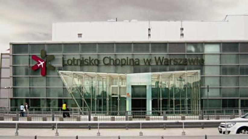 Groźny wypadek na Lotnisku Chopina. Airbus uderzył skrzydłem o ziemię
