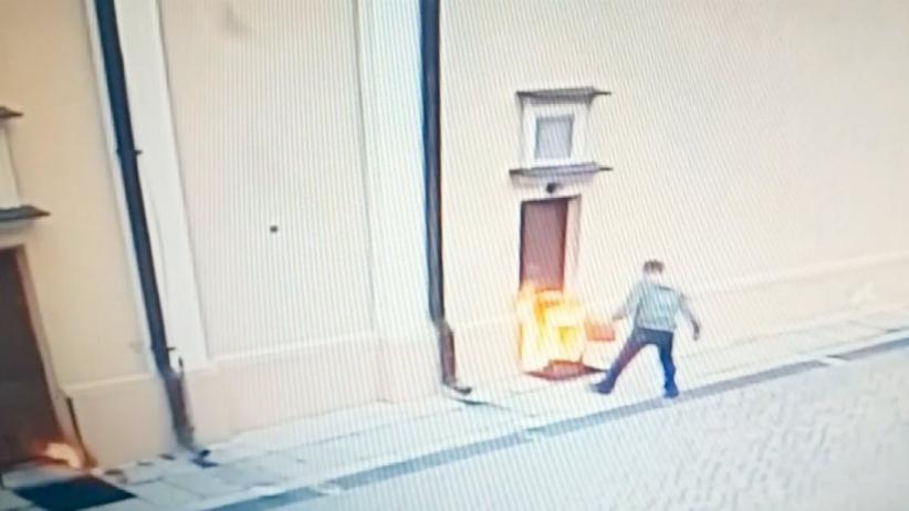 Lubelskie. Mężczyzna oblał benzyną i podpalił drzwi kościoła