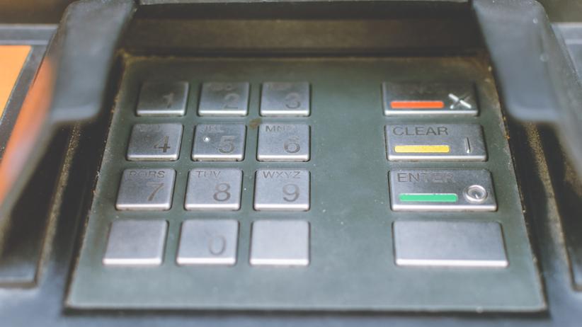 Złodzieje wysadzili w powietrze bankomat i ukradli pieniądze. Policja szuka sprawców