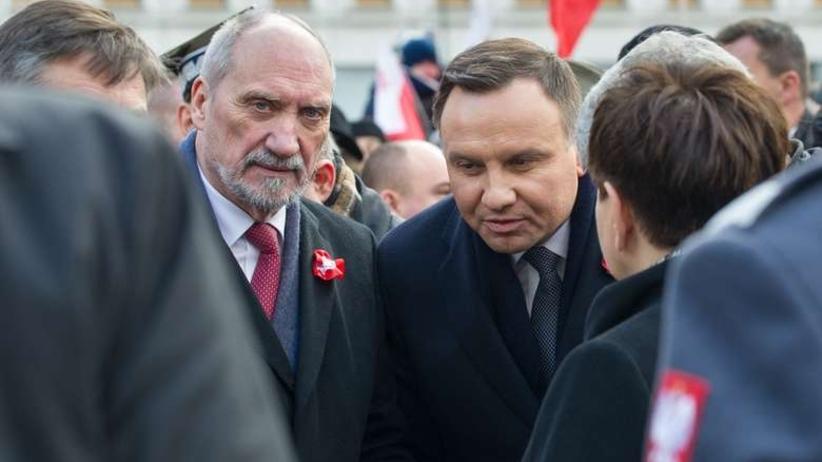 Macierewicz nie chciał puścić prezydenta do Kuwejtu. Drzwi samolotu rozszczelniły się podczas lotu