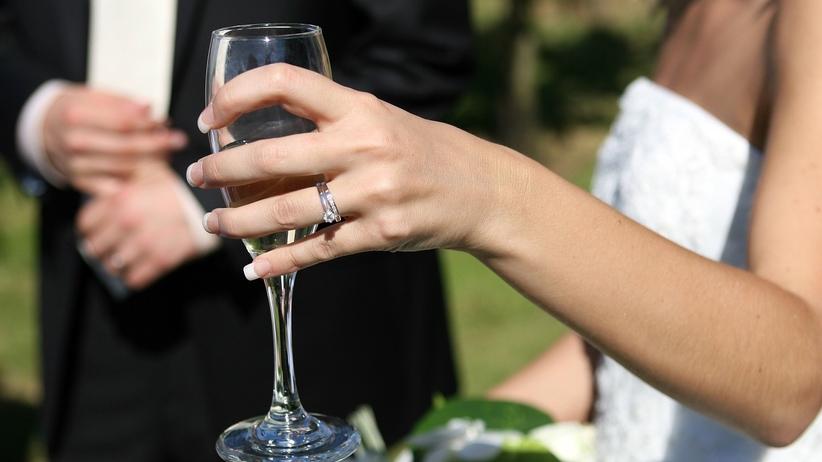 Ślubów będzie coraz mniej, za to przed małżeństwo zawierają ci, którzy już kiedyś się pobrali