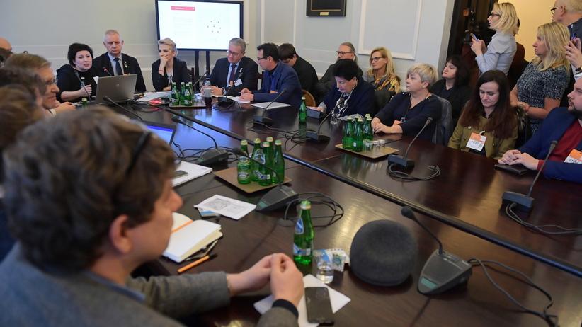 Sejmowe spotkanie w sprawie mapy pedofilii w Kościele. Raport w połowie stycznia [WIDEO]