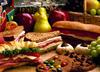 Polacy wyrzucają tony żywności. Jak temu zapobiec?