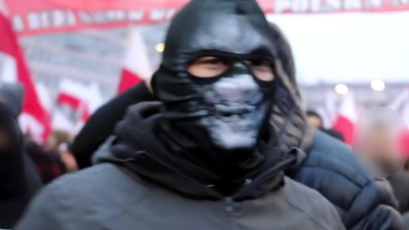 Narodowiec ścigany przez policję. Zaatakował dziennikarkę na marszu [ZDJĘCIA]