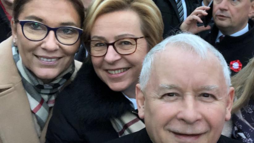 Selfie Jarosława Kaczyńskiego podbija sieć. Zrobił je na Marszu Niepodległości [FOTO]