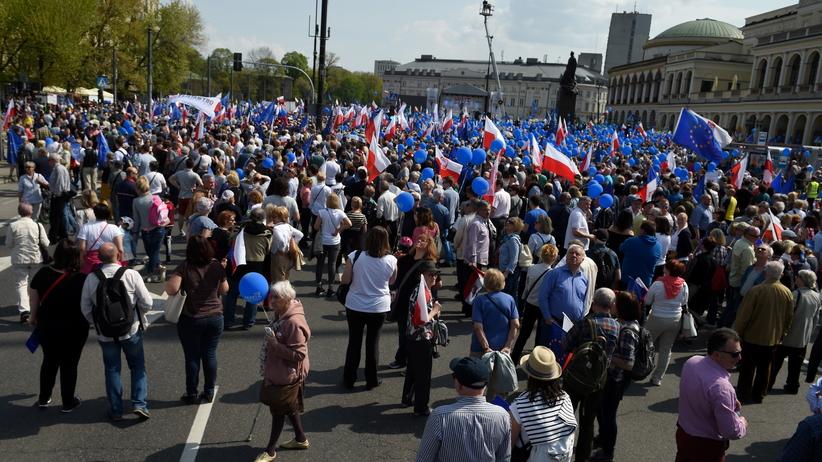 Marsz Wolności w Warszawie. ''Jesteśmy za Polską demokratyczną''