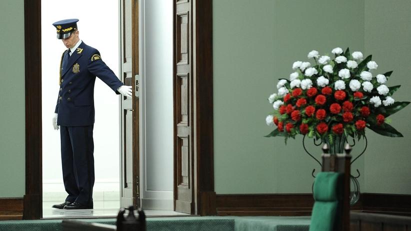 Jak powinny wyglądać kwiaty w Sejmie? Na pewno nie tęczowo. Marszałek wydał decyzję