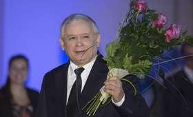 Morawiecki podarował Kaczyńskiemu dwa świąteczne prezenty